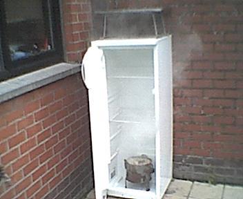 Fabriquer fumoir avec frigo for Peut on coucher un frigo froid ventile