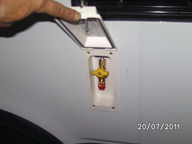Raccords rapide gaz forum de campingcar bricoloisirs - Comment brancher un tuyau de gaz ...