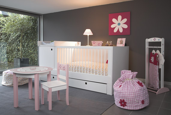 D co chambre b b fille for Decoration chambre gris et fushia