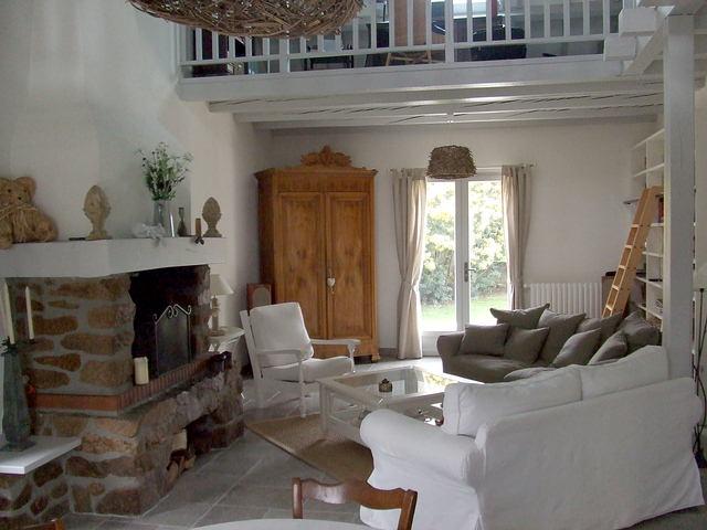 Allier vieux meubles et d co plus moderne for Deco moderne dans maison ancienne