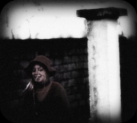 Un hiver... le vieux pull rouge !  dans Le jardin des souvenirs dsc03610