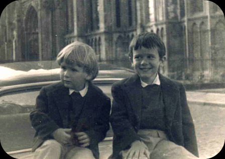 Ton frère et toi...  dans Le jardin des souvenirs scan0010
