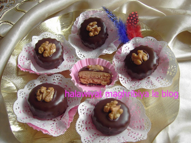 Petits gâteaux parfum café et glacé au chocolat