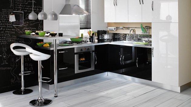 Que penser des meubles noirs pour une cuisine for Cuisine 5m2 ouverte sur salon