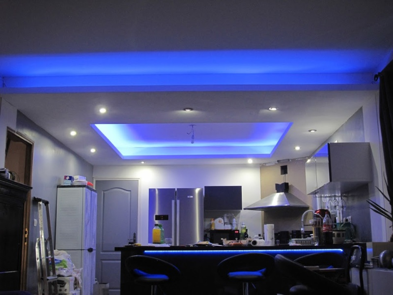 Photos de faux plafond avec lumi re indirecte les for Deco cuisine haut plafond